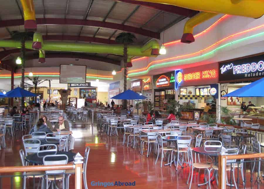 Food court at Mall del Rio