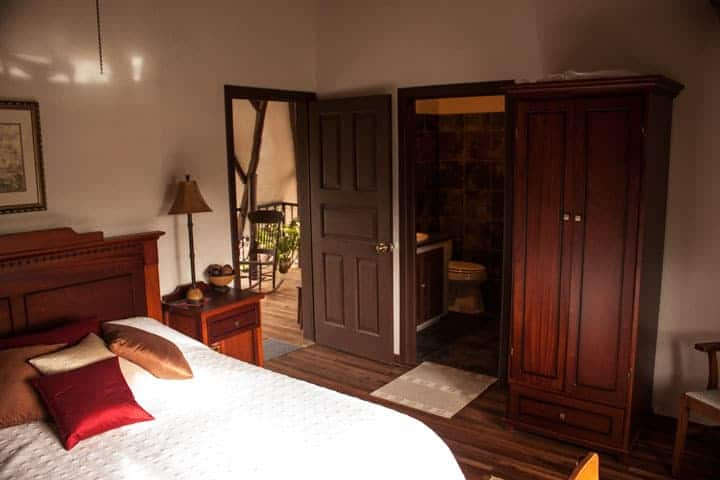 Guestroom at Santuario Hibiscus, Yunguilla Valley