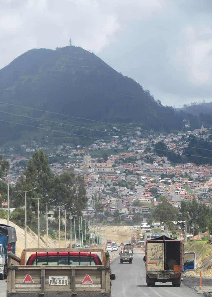 azogues-ecuador-from-the-road