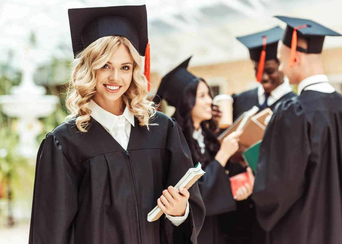 What to Write in a Graduation Card (78 Messages, Wishes, Quotes ...
